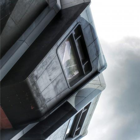 Bierpinsel – 70's arkkitehtuuri goes Transformers
